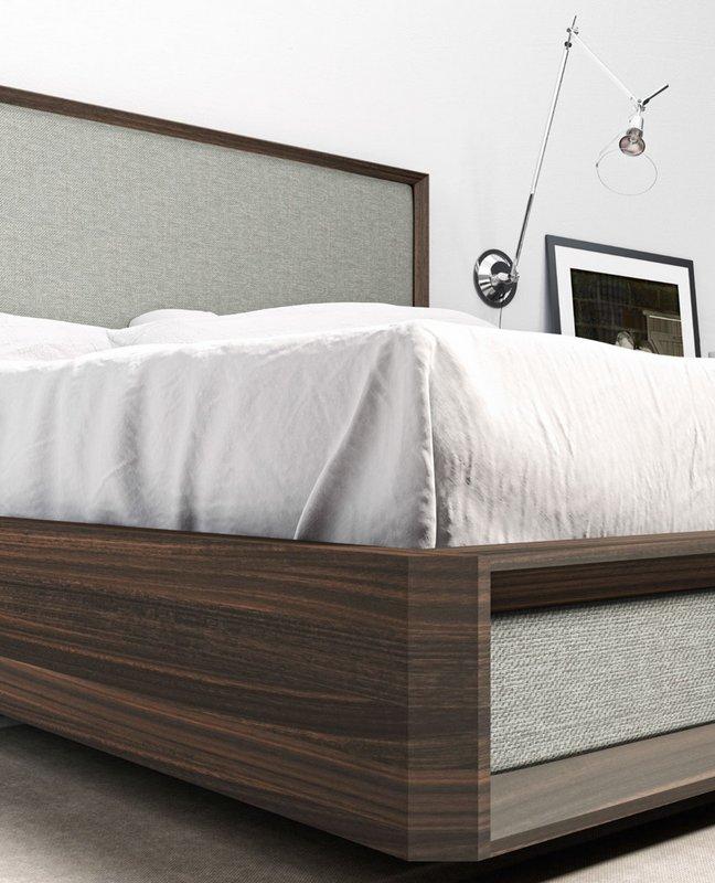 Cama de madera y tapizado combinada