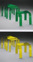 Mesas verde y amarillo